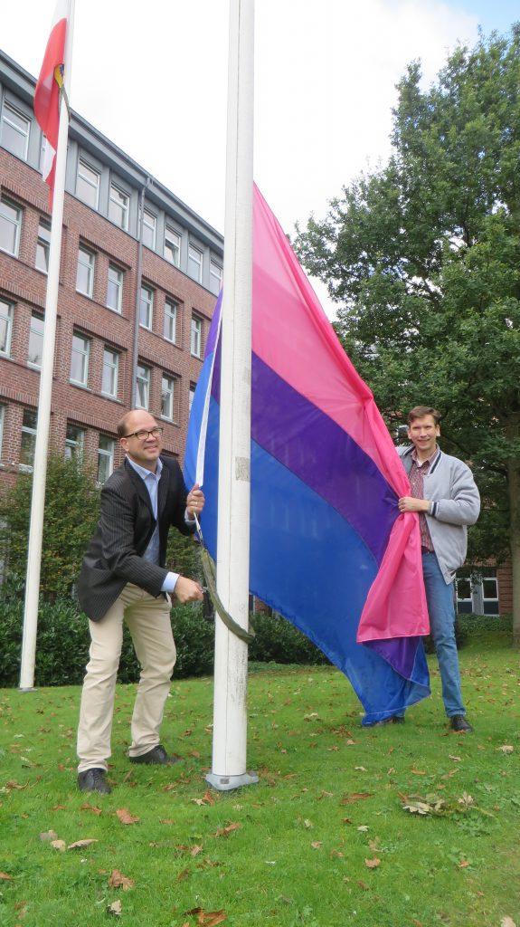Bi-Flaggenhissung in Kiel
